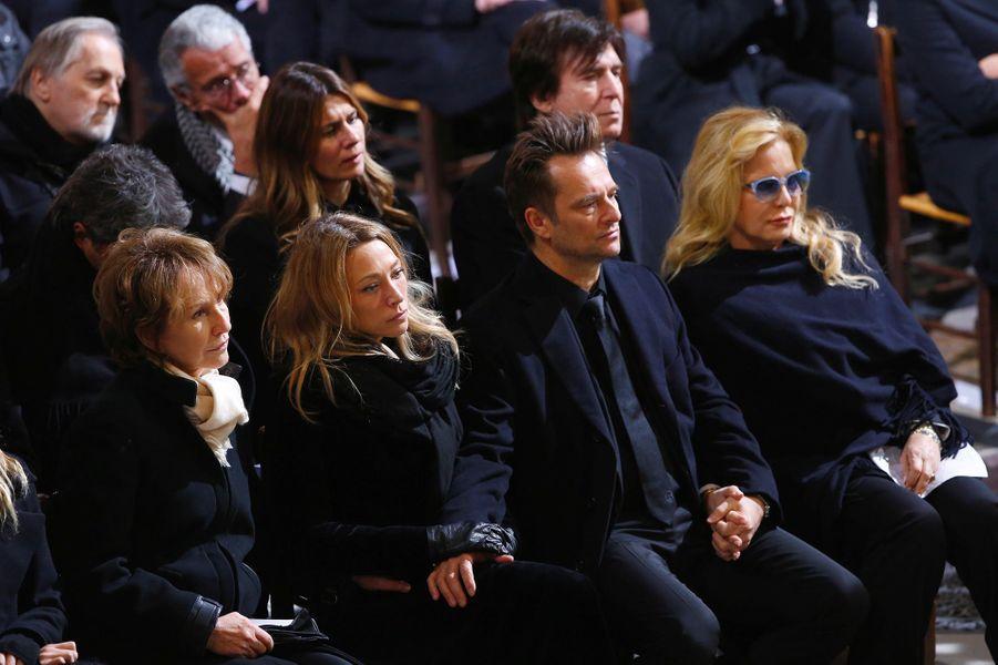 David Hallyday avec sa mère Sylvie Vartan, sa soeur Laura et Nathalie Baye