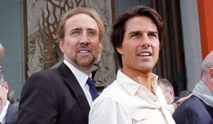Nicolas Cage et Tom Cruise posent lors d'une cérémonie donnée en l'honneur du producteur Jerry Bruckheimer au Grauman's Chinese Theatre (Théâtre chinois de Grauman), à Hollywood.