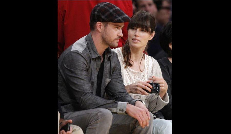 Justin Timberlake et Jessica Biel, au match opposant Los Angeles Lakers aux Denver Nuggets. L'équipe de LA a battu son rival à domicile, se qualifiant ainsi pour le second tour des play-offs.