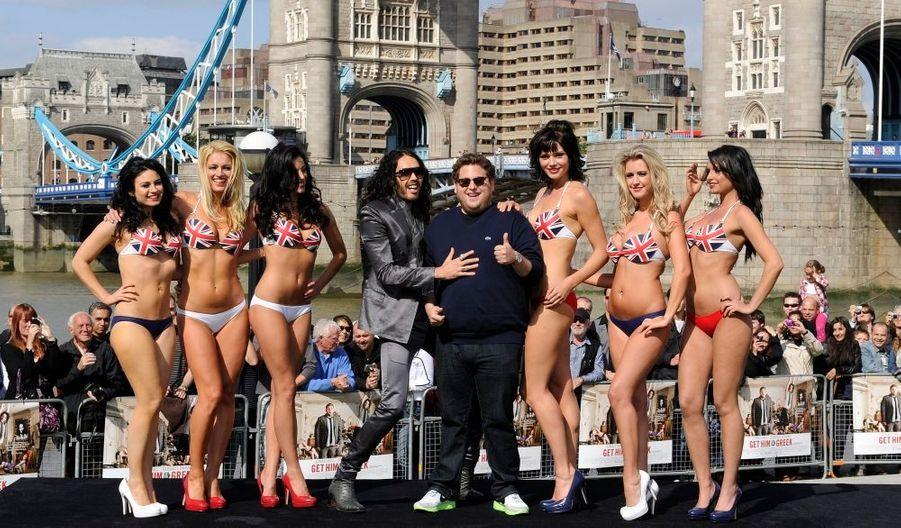 Russell Brand et l'acteur américain Jonah Hill en plein photocall pour la promotion du film Get him to the Greek à Londres.