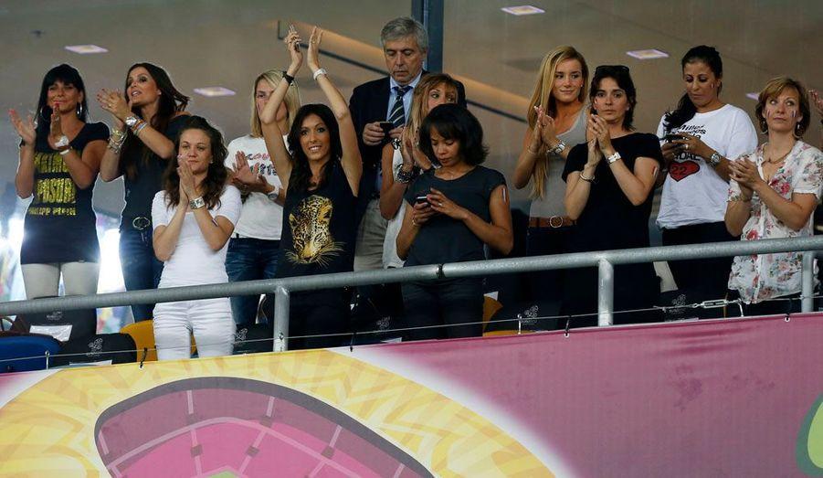 Les compagnes des joueurs de l'équipe de France de football sont arrivées en Ukraine mardi. Elles ont assisté au match contre la Suède hier soir, perdu 2-0 par les Français.