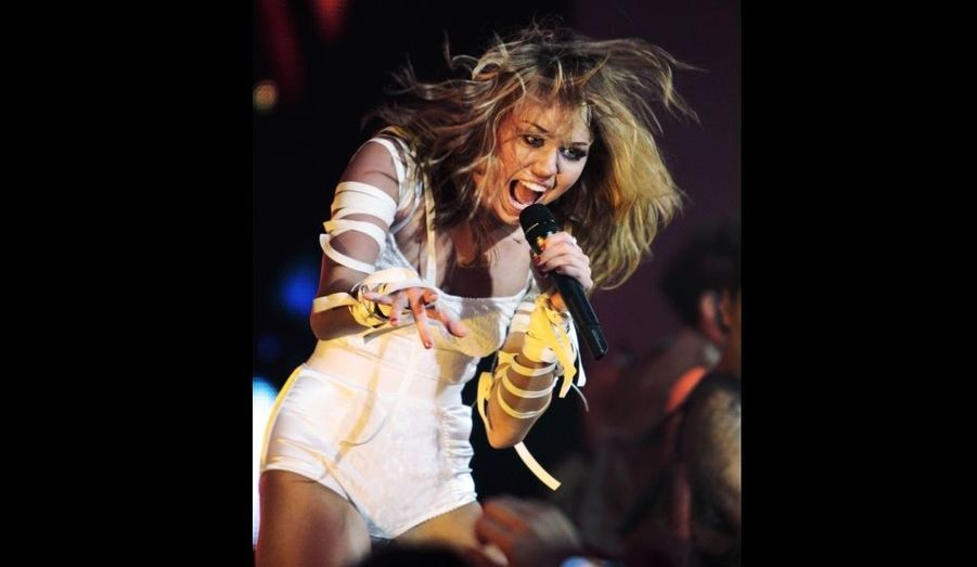 Miley Cyrus, qui fait la promotion de son album Can't be tamed, a animé dimanche les MuchMusic Video Awards à Toronto.