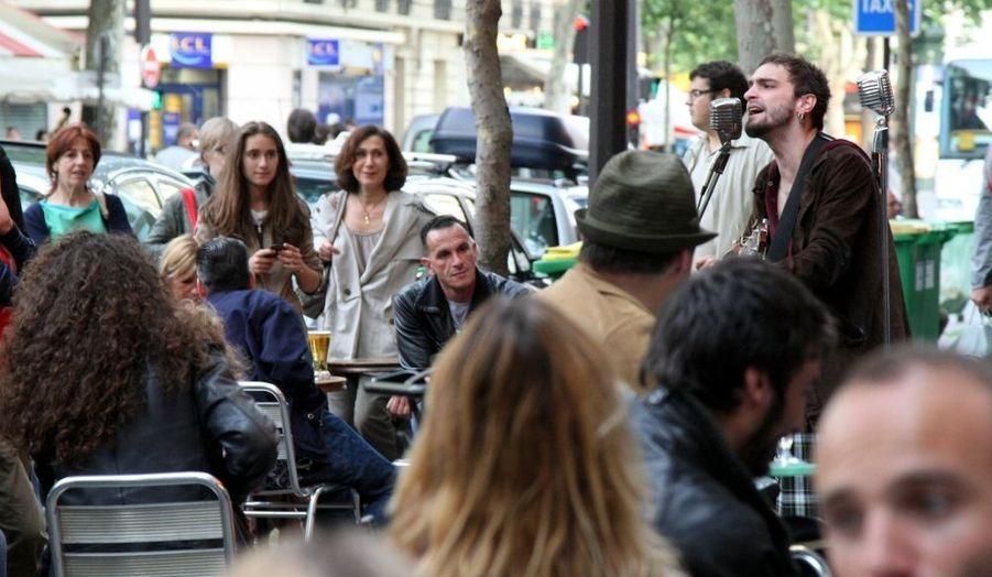 Soan. Le gagnant rebelle de la Nouvelle Star 2009, croisé au hasard d'une rue du XIe arrondissement de Paris lundi soir à l'occasion de la Fête de la musique.