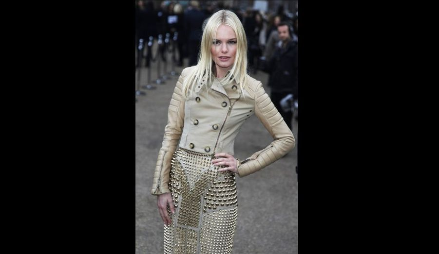 Kate Bosworth arrive au défilé Burberry, à Londres