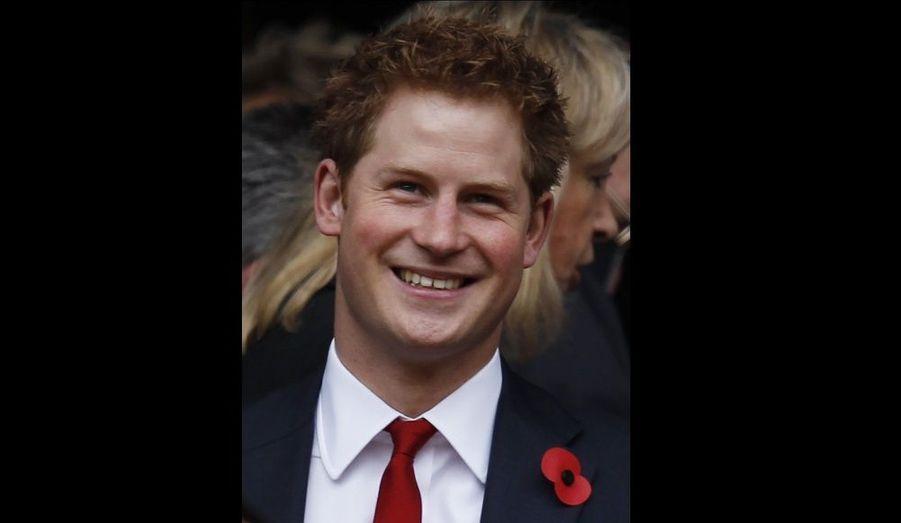 """Le prince Harry serait chargé d'organiser l'enterrement de vie de garçon de William. Ce dernier aurait demandé à son frère cadet de s'occuper des festivités. """"Harry veut que ce soir un grand évènement –une soirée entre hommes digne d'un futur roi. Cela signifie qu'il y aura de nombreux invités et de nombreuses activités très spéciales"""", a confié une source au Sun. L'indiscret assure que cet évènement pourrait être très coûteux: """"Une nuit à l'extérieur avec les deux héritiers dans l'ordre de succession au trône britannique va entraîner des coûts considérables en matière de sécurité, sans parler de l'évènement lui-même."""""""