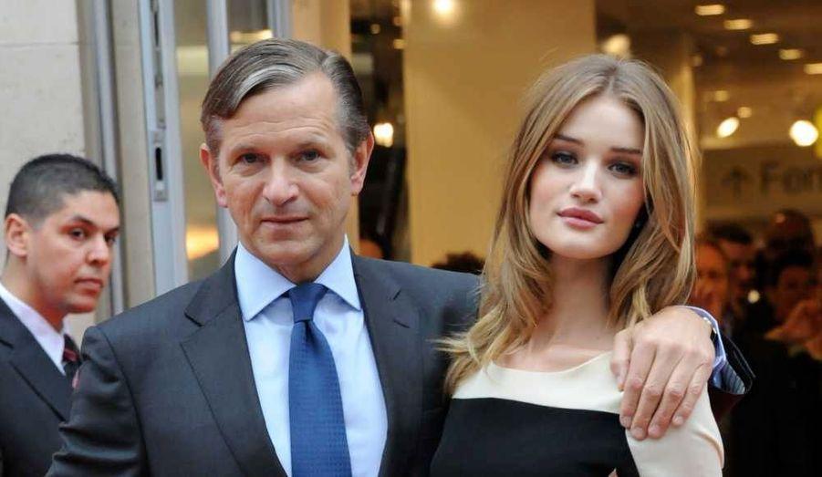 Marc Bolland et Rosie Huntington-Whiteley ont inauguré jeudi la nouvelle boutique parisienne Marks and Spencer, située au 100 avenue des Champs Elysées.
