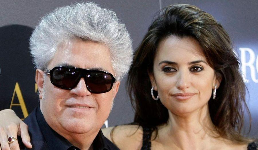 Penelope Cruz est arrivée hier à Cannes, mais n'a pas pu profiter des festivités de la croisette, ni même donner des interviews. Victime d'une intoxication alimentaire, la muse de Pedro Almodovar montera tout de même ce soir les marches du festival pour présenter son dernier film, « Etreintes brisées ». « Penélope a eu une intoxication alimentaire, mais ne vous inquiétez pas, elle sera présente sur les marches pour le film de Pedro Almodovar. Et comme d'habitude, elle sera magnifique », a déclaré hier le producteur Harvey Weinstein à la presse.