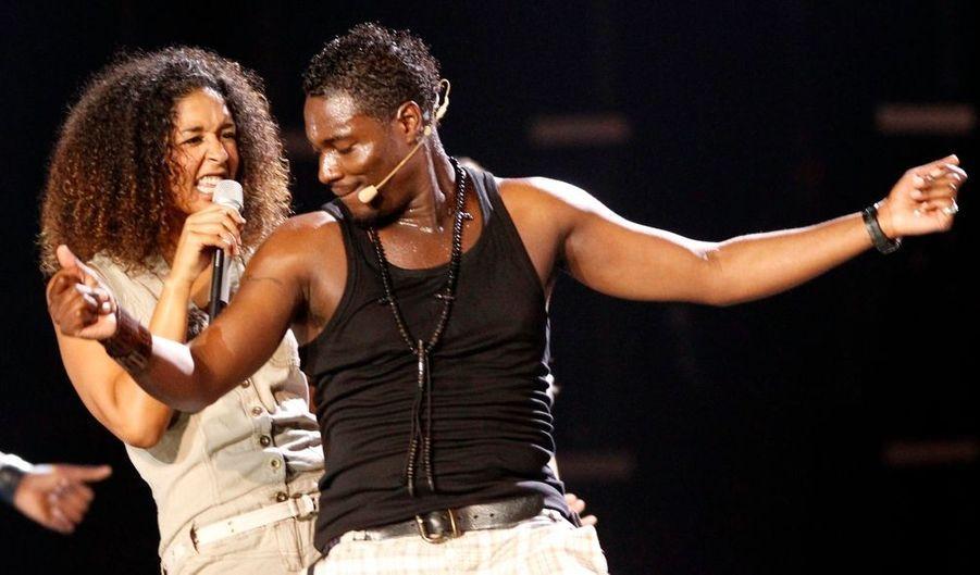 """L'Eurovision, c'est ce soir à Oslo ! Après Patricia Kaas l'an dernier, c'est le chanteur français d'origine congolaise Jessy Matador qui représentera la France lors de cette 55e édition du concours européen de la chanson. Il interprètera le titre """"Allez olla olé!"""", influencée par les sonorités africaines du coupé-décalé. """"Avec son style festif, il va amener de la gaieté à l'Eurovision. Nous voulions quelque chose de dynamique, avec une chorégraphie"""", avait expliqué à l'époque de la sélection le patron des divertissements à France Télévisions, Nicolas Pernikoff, cité par le quotidien. Signé sur le label indépendant Wagram, le jeune artiste a sorti en 2008 un premier album Afrikan New Style réunissant coupé-décalé (une danse apparue en 2002 en Côte d'Ivoire et dans la communauté ivoirienne installée en France), hip hop et sons électro."""