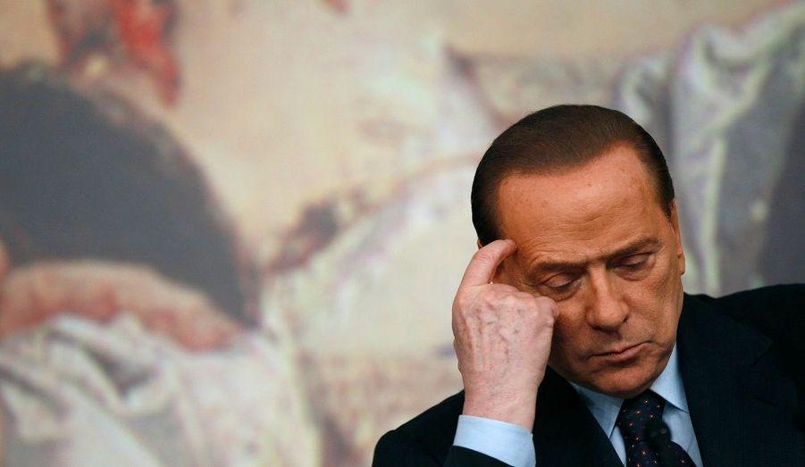 Le procureur général de Milan a officiellement demandé un jugement immédiat du Cavaliere dans le cadre de l'affaire «Ruby». Accusé de recours à la prostitution de mineure et abus de fonction, il plaide le complot pour l'éloigner du pouvoir.