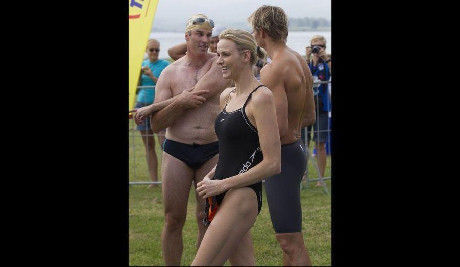 L'ex-nageuse sud-africaine et future princesse de Monaco Charlene Wittstock, sourit à la presse après avoir participé à la course caritative Midmar Mile, à Pietermaritzburg.