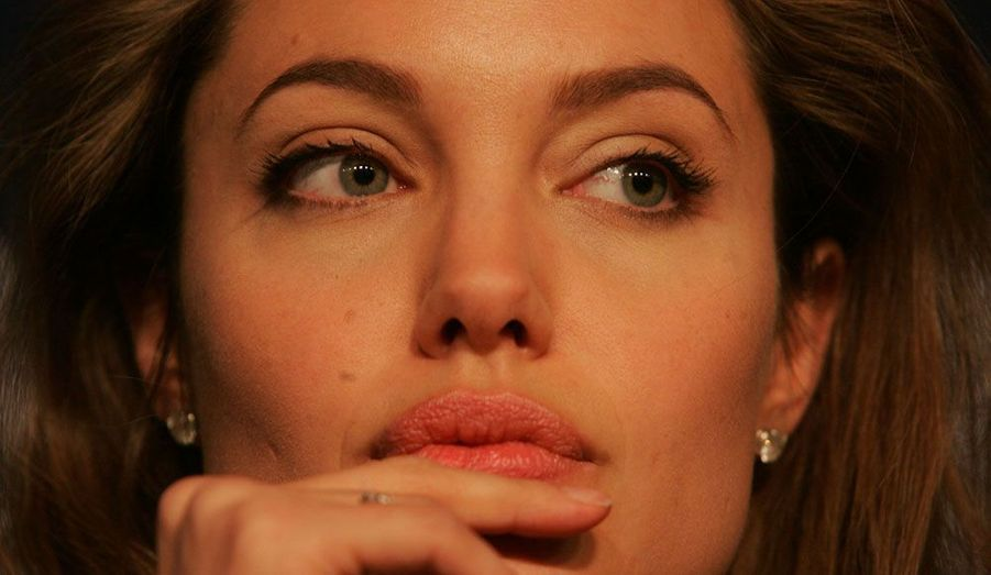 Angelina Jolie, ambassadrice de bonne volonté du Haut commissariat des Nations Unies pour les réfugiés (HCR), très concentrée à une réunion du Forum économique de Davos jeudi.