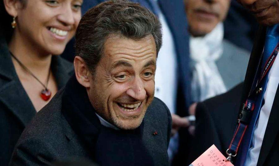 Nicolas Sarkozy a fait une apparition remarquée au Parc des Princes. L'ancien président a en effet assisté au match de Ligue 1 qui opposait le PSG, qu'il soutient, à Sochaux.