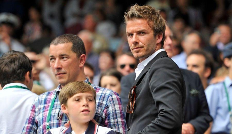 Après avoir assisté au naufrage de l'équipe de football d'Angleterre en Afrique du Sud, David Beckham, accompagné de son fils Brooklyn, s'est rendu à Wimbledon pour encourager Andy Murray face à Rafael Nadal, en demi-finale du tournoi. Et patatras, l'Espagnol s'est imposé en trois sets.