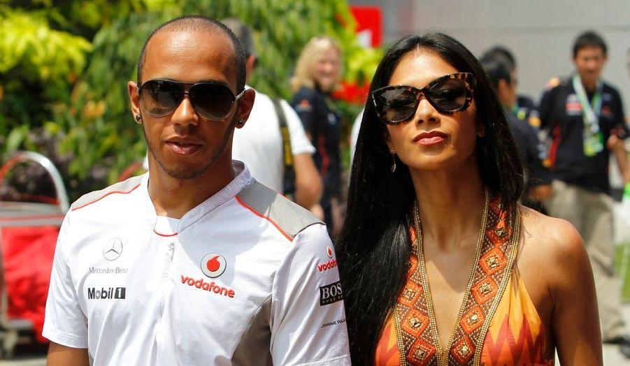 Le champion de F1 Lewis Hamilton et sa petite-amie Nicole Scherzinger, arrivant sur le Grand Prix de Malaisie à Sepang.