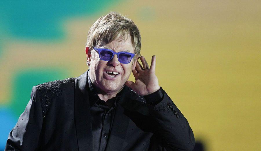 Elton John a donné un concert lors du 54ème festival de musique de Vina del Mar, au Chili.