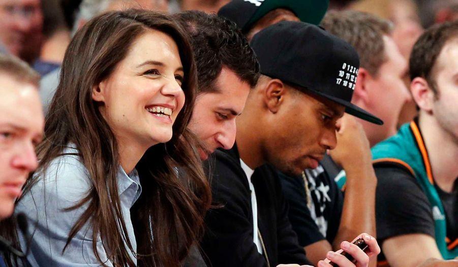 Katie Holmes a assisté, mercredi soir, à un match opposant les New York Knicks aux Golden State Warriors, au Madison Square Garde, dans la Grosse Pomme.