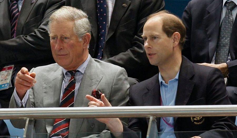 Le Prince Charles et le Prince Edward ont assisté aux premières compétitions des Jeux du Commonwealth qui se déroulent à New Dehli.