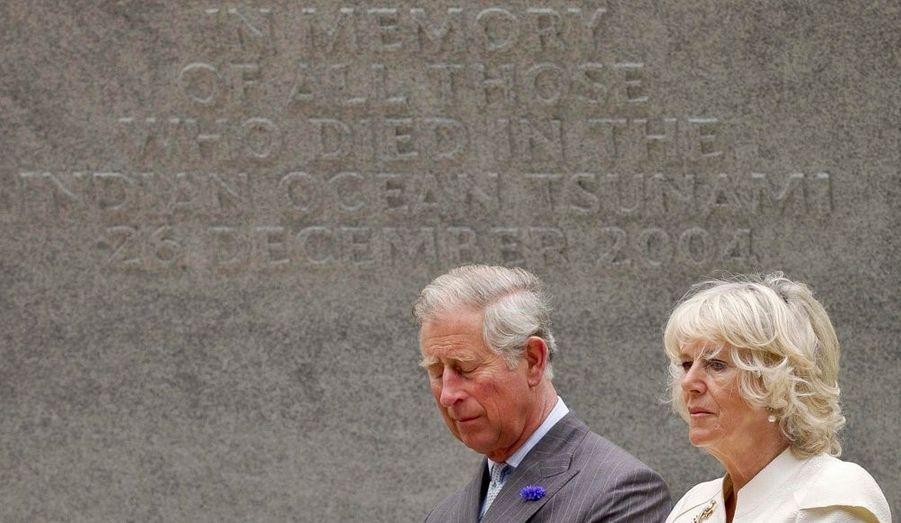 Le prince Charles et son épouse Camilla ont assisté à l'inauguration d'une plaque au Museum d'histoire naturelle de Londres, en mémoire des victimes anglaises du tsunami de 2004 dans l'Océan indien.