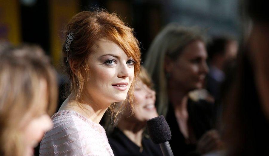 La comédienne Emma Stone répond aux questions des journalistes lors de la première du film «The Help» à Los Angeles.