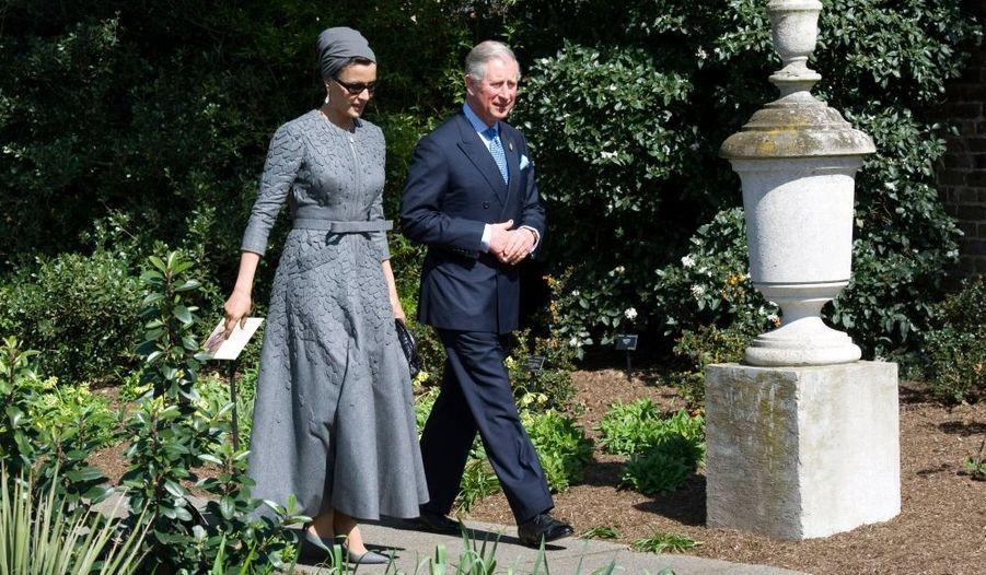 Le prince Charles en charmante compagnie, celle de Sheika Mozah, la première dame du Qatar au jardin botanique de Londres.