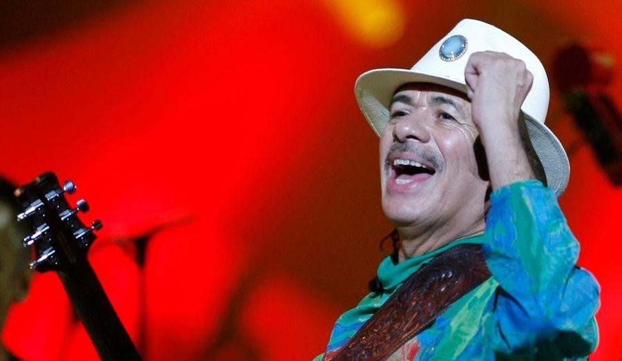"""Le guitariste américain, Carlos Santana, souhaite que Barack Obama change d'avis sur la légalisation de la marijuana, exclue par le président américain lorsqu'il a répondu aux questions des internautes le 26 mars dernier. """"Légalisez la marijuana et utilisez tout l'argent récolté pour l'investir dans l'éducation et aider les enseignants (...) Vous verrez que l'Amérique va se transformer"""", a-t-il lancé."""