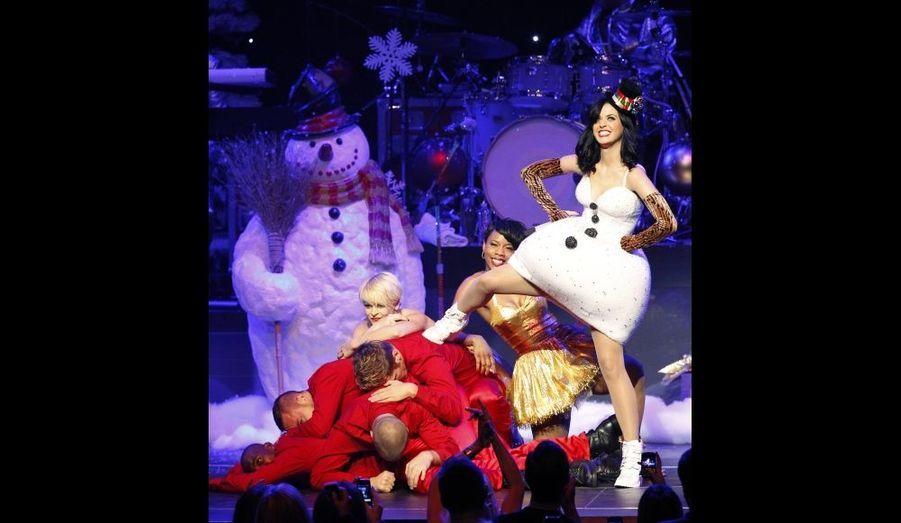 Katy Perry, lors du concert du Jingle Ball de KIIS FM à Los Angeles, dimanche.