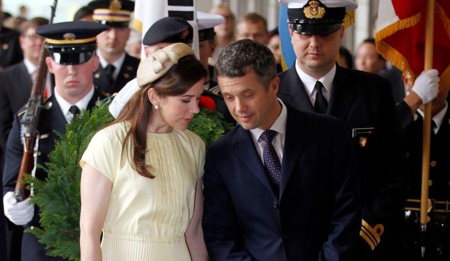 La princesse Mary de Danemark et le prince Frederik ont participé à une cérémonie d'hommage aux soldats danois morts pendant la guerre de Corée (1950-1953). Le couple est arrivé à Séoul jeudi dernier, pour une visite officielle de six jours.