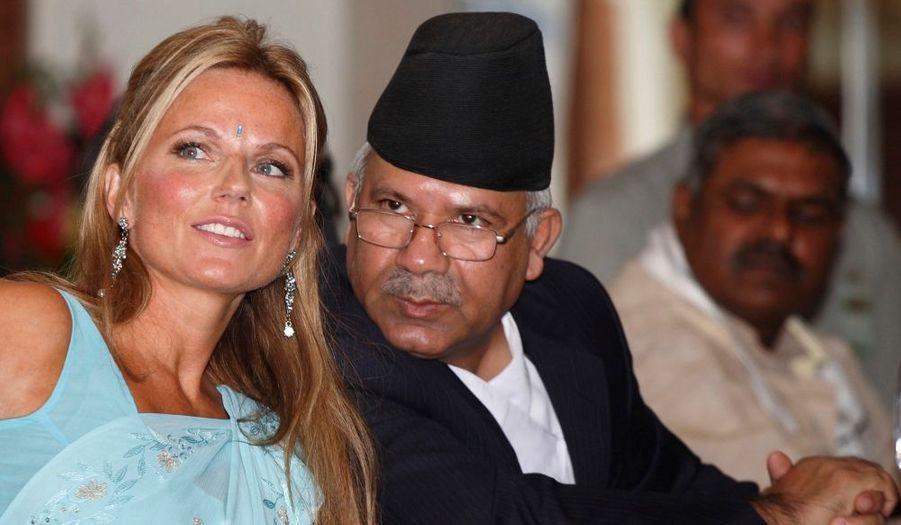 Geri Halliwell, qui est ambassadrice de Bonne Volonté du Fond United Nations Population, est au Nepal depuis dimanche dernier dans le cadre d'une campagne visant à faire prendre conscience de problèmes tels que la mortalité maternelle. L'ex-Spice Girl est ici avec le Premier ministre du pays, Madhav Kumar.