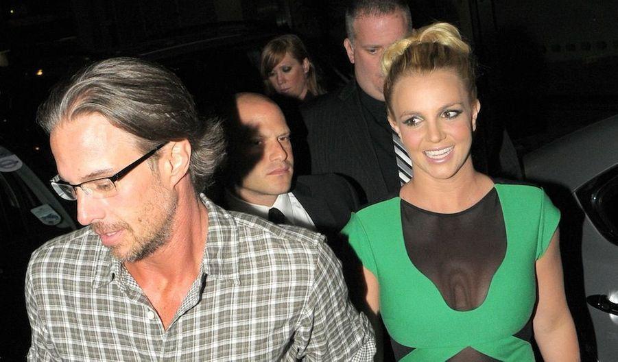 Britney Spears etson copainJason Trawick arrivant à la soirée de lancement de la tournée anglaise de la chanteuse, à l'hôtel Sanctum à Soho, à Londres.