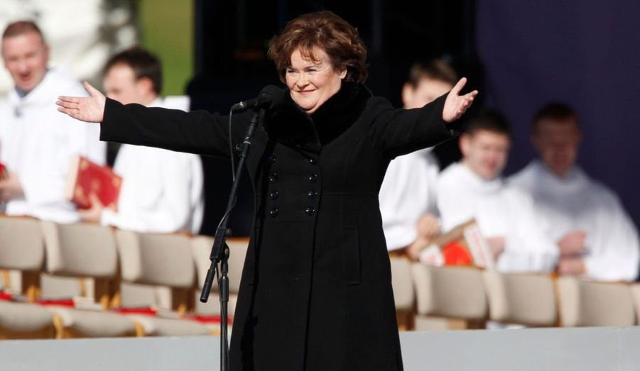 Le pape effectue actuellement sa première visite en Grande-Bretagne, d'une durée de quatre jours. Arrivé à Édimbourg ce matin, il a donné, cet après-midi, une messe en plein air au parc de Bellahouston à Glasgow. A cette occasion, la chanteuse écossaise révélée par l'émission Britain's got talent, Susan Boyle, a chanté accompagnée d'un choeur de 800 personnes. Elle a interprété son fameux I Dreamed a Dream, mais aussi l'hymne How Great Thou Art et un cantique d'adieu quand Benoît XVI s'en est allé.