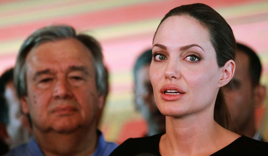 L'émissaire spéciale du Haut-commissariat aux réfugiés des Nations unies, Angelina Jolie, a visité mardi le visité un camp de réfugiés syriens situé à Zatar en Jordanie. Lors d'un discours prononcé quelques heures plus tard, elle s'est dite émue par les récits de ces hommes et femmes, obligés de fuir leur pays.