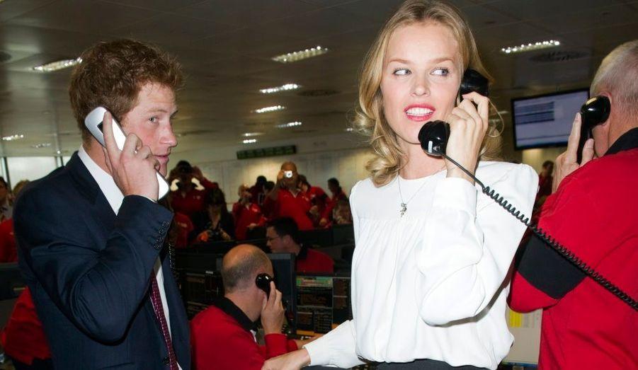 Le prince Harry et le mannequin Eva Herzigova ont participé à une journée caritative, à Londres. Chaque année pour le 11 septembre, la compagnie financière BGC Partners organise une journée pour lever des fonds en mémoire des 658 employés ayant perdu la vie dans les attentats du 11-Septembre.