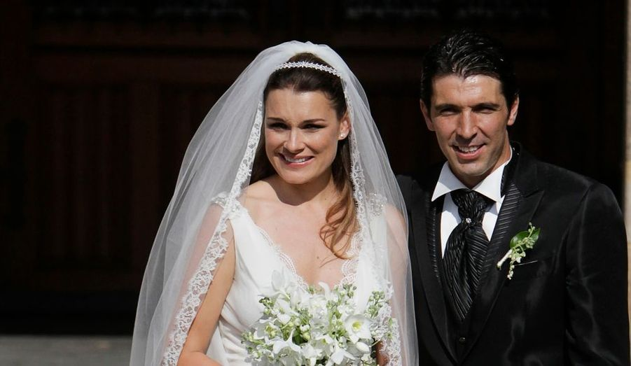 Le gardien de football de l'Italie, Gianluigi Buffon, a épousé à Prague le top model Alena Seredova.