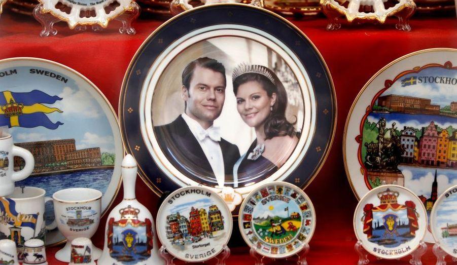 La Suède retient son souffle. Samedi, la princesse Victoria épousera son fiancé Daniel Westling en la Cathédrale de Stockholm. Les marchands de souvenirs sont déjà sur le pied de guerre.