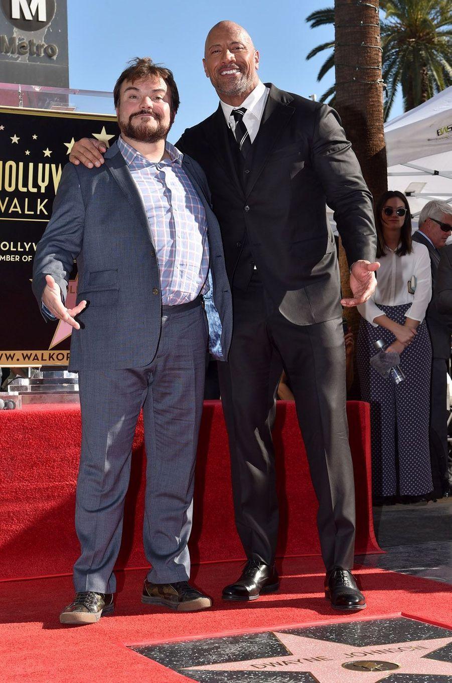Jack Black et Dwayne Johnsonsur the Walk of Fame à Los Angeles, le 13 décembre 2017.