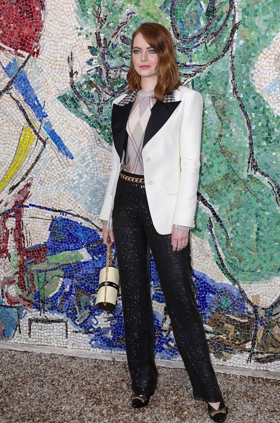 Emma Stone au défilé Louis Vuitton à la fondation Maeght lundi 28 mai