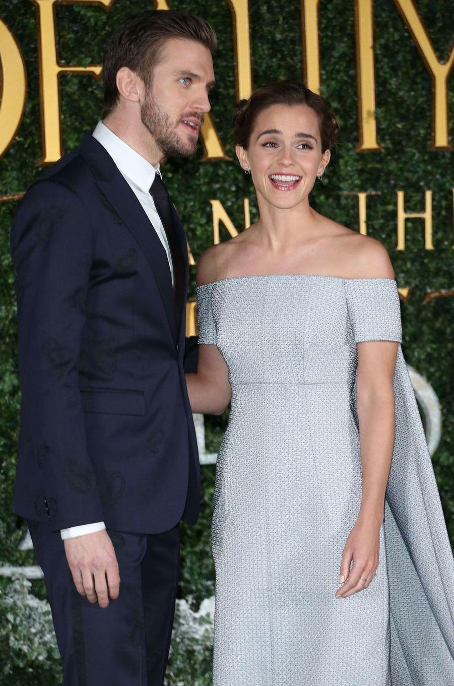 """Dan Stevens et Emma Watson à l'avant-première de """"La Belle et la Bête"""" à Londres."""