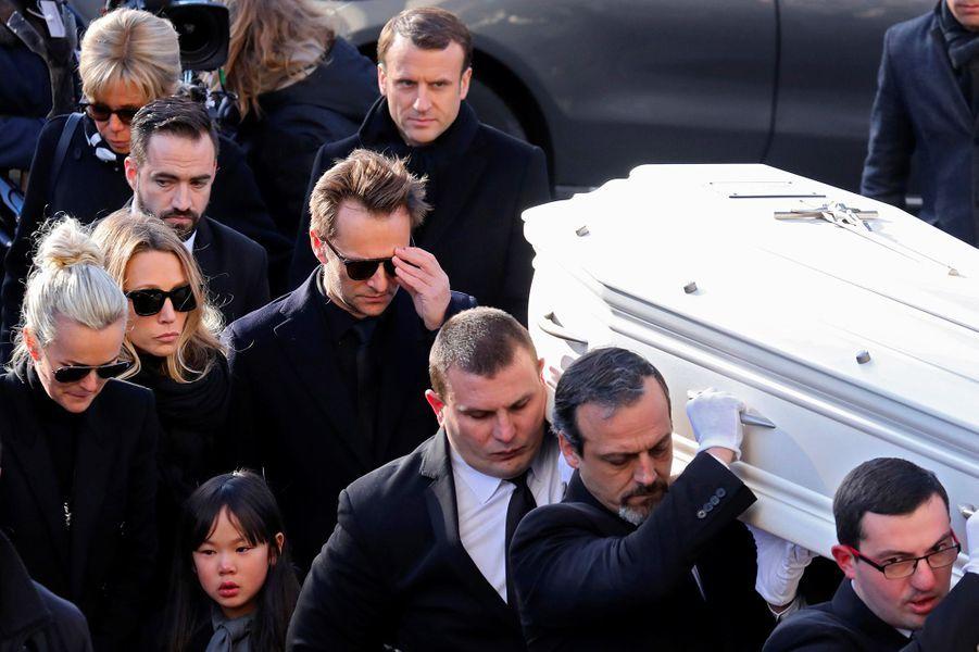 L'entrée du cercueil de Johnny Hallyday à la Madeleine