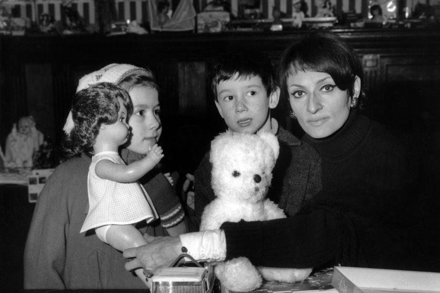 Barbara en 1968 dans une association pour aider les enfants pauvres