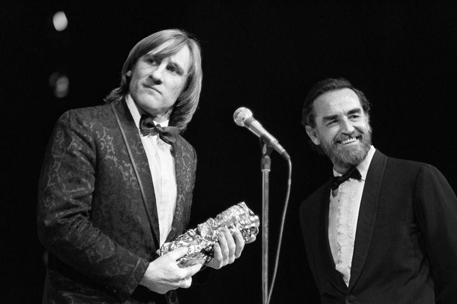 """Gérard Depardieu reçoit le César du meilleur acteur en 1981 pour """"Le dernier métro""""."""