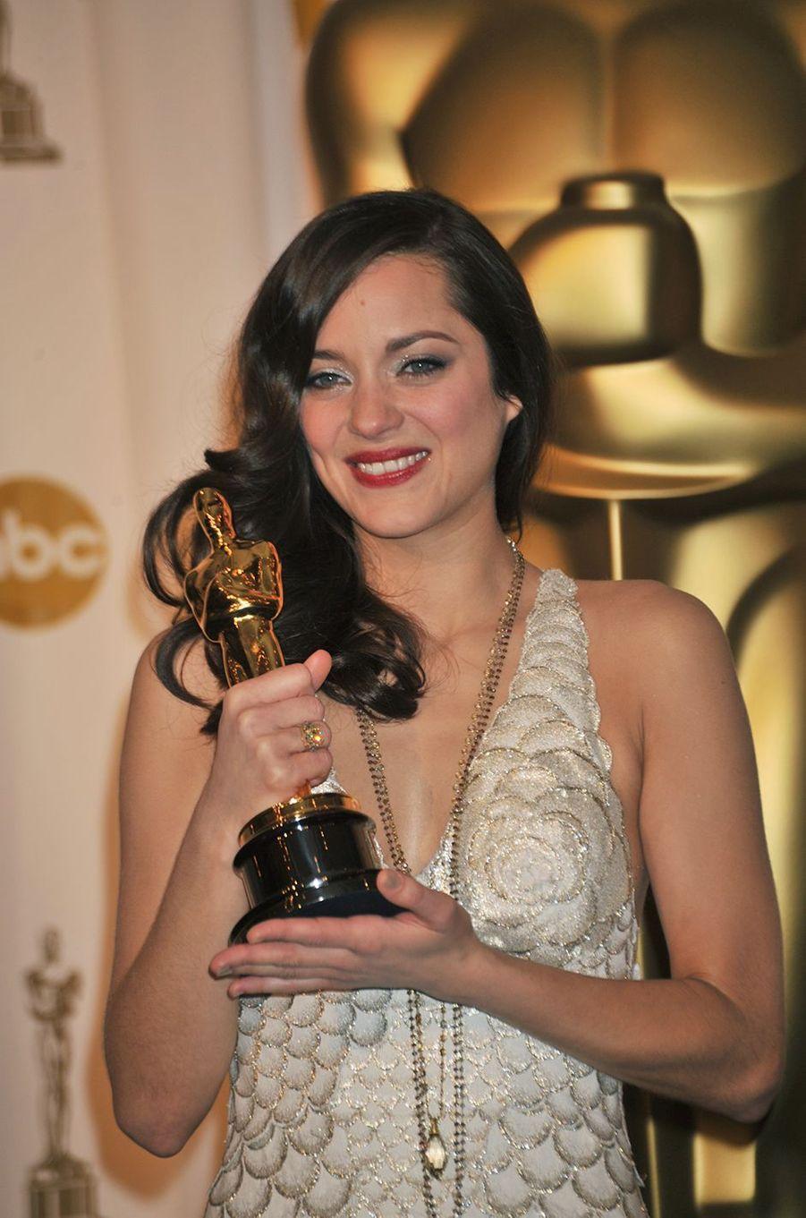 """La consécration. Marion Cotillard remporte l'Oscar de la meilleure actrice pour """"La Môme"""". 2008"""