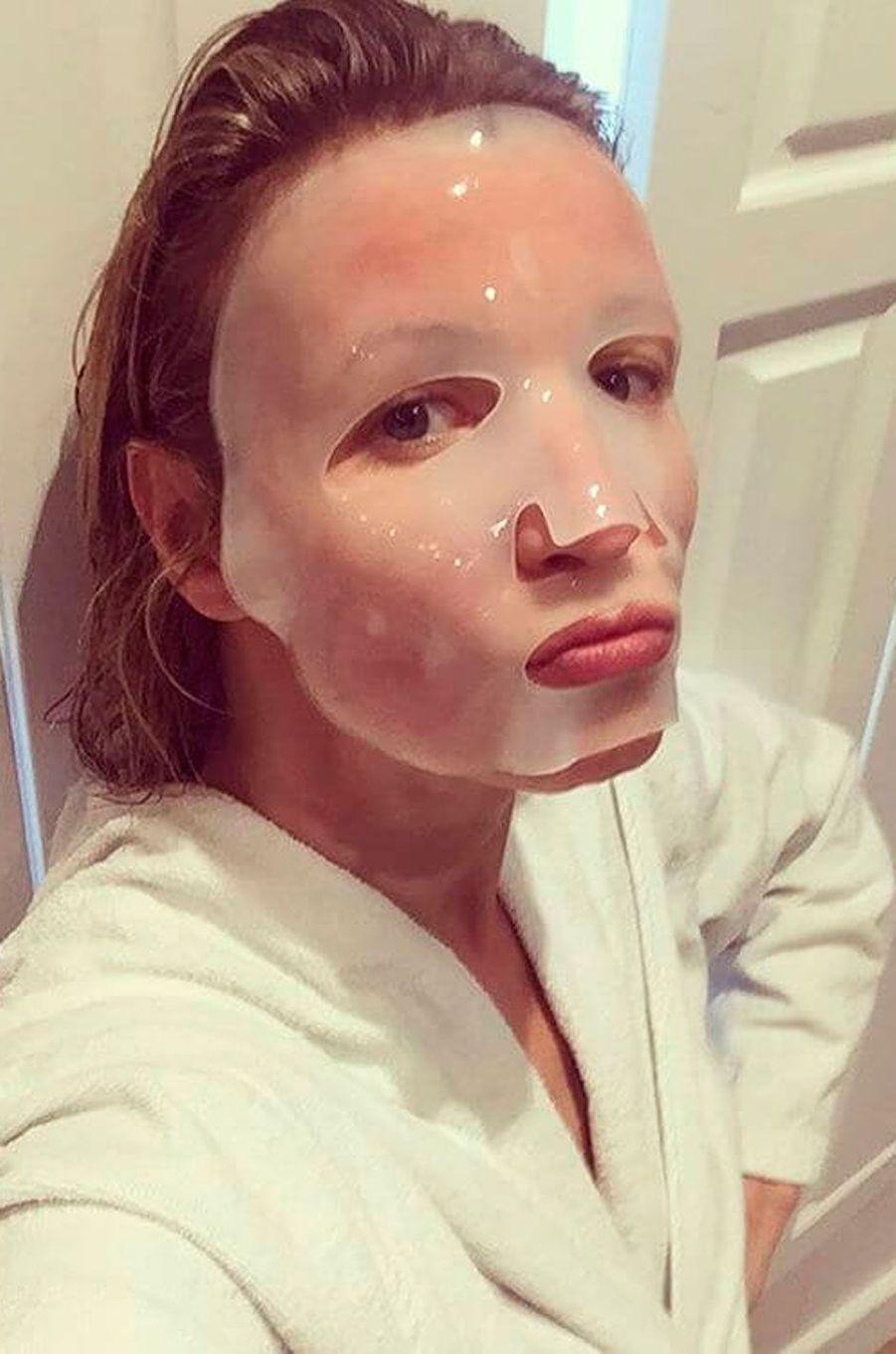 Alexandra Lamy en plein masque de beauté