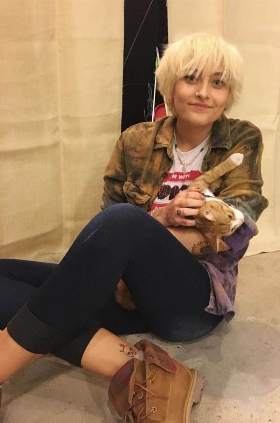Paris Jackson avec un chat, le 18 octobre 2016