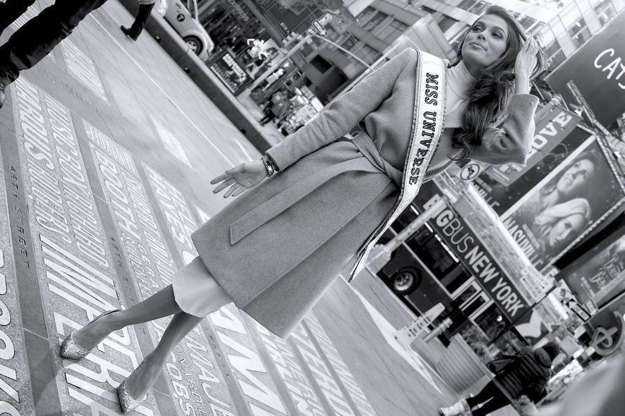 Iris Mittenaere à Times Square, New York, le 6 février 2017.
