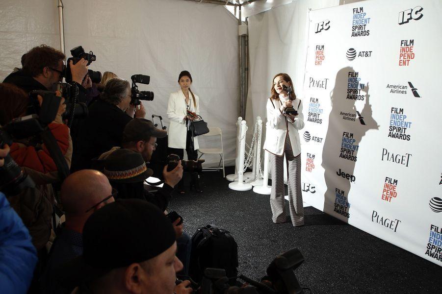 Isabelle Huppert reine de la soirée des Spirit Awards 2017.