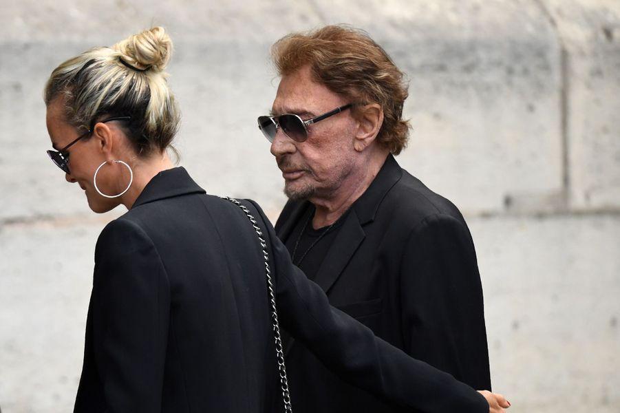 Johnny Hallyday et Laeticia aux funérailles de Mireille Darc, le 1er septembre 2017.