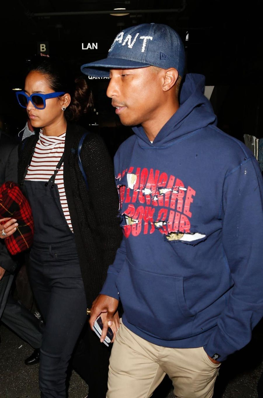 Helen Lasichanh et son mari Pharrell Williams à l'aéroport de Los Angeles.