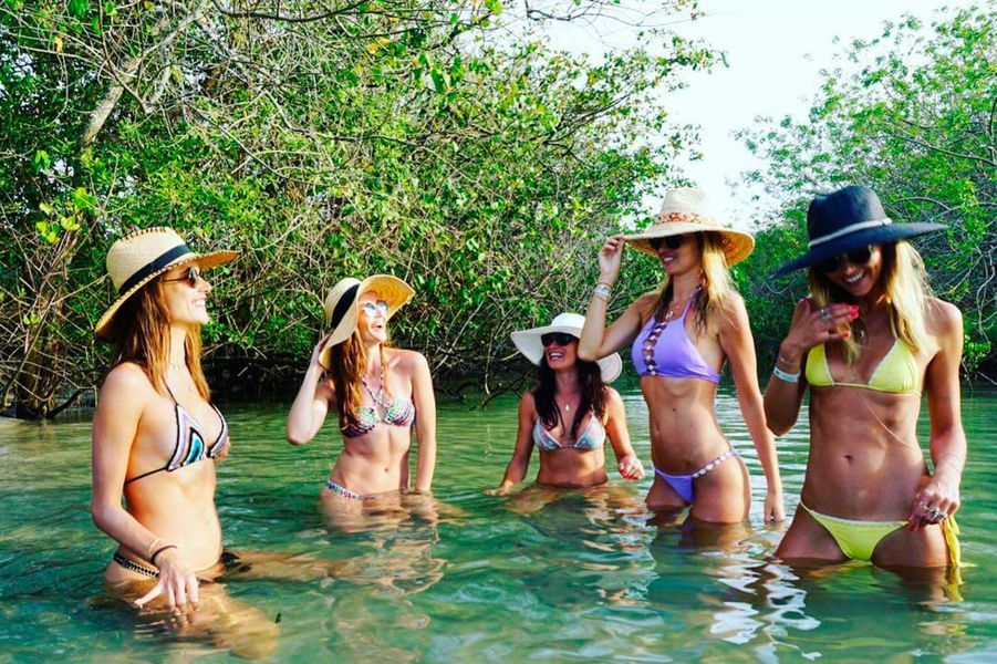 Alessandra Ambrosio est en vacances avec ses copines en Floride