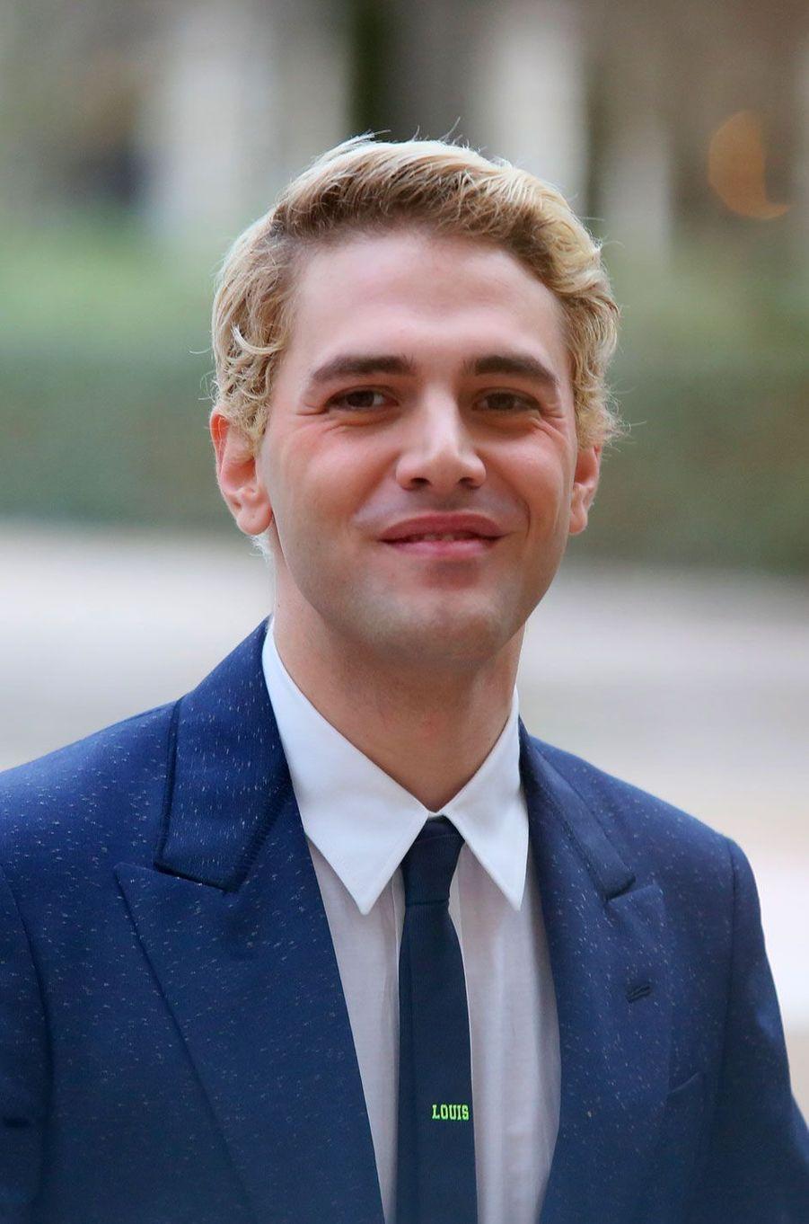 Xavier Dolan à l'entrée du défilé Louis Vuitton le 18 janvier à Paris