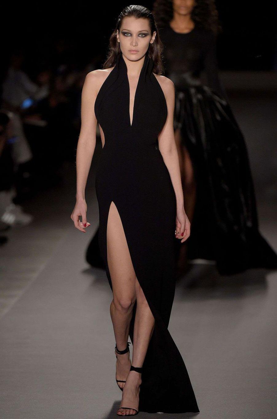 Bella Hadid au défilé Brandon Maxwell à New York.
